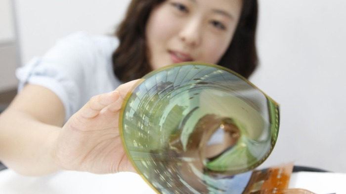 LG Display unveiled an 18-inch flexible OLED screen that can be rollup up to a radius of 1.2 inches. Image: LG Display