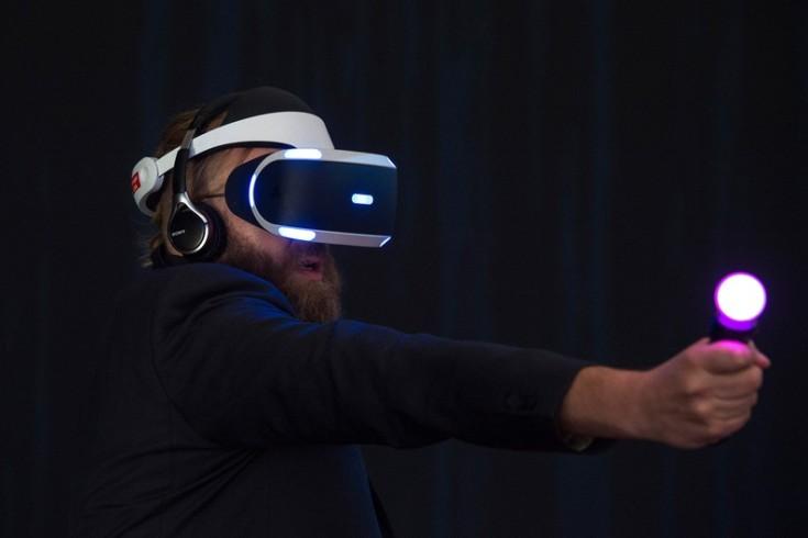 Démonstration du casque de réalité virtuelle de Sony à l'IFA 2015 à Berlin  - Crédit : AFP